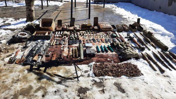 Ermənilərin döyüş meydanında qoyub qaçdığı silahlar - Sputnik Азербайджан