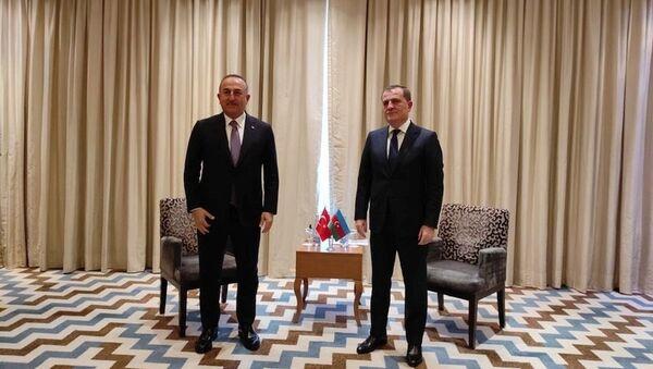 Джейхун Байрамов и Мевлют Чавушоглу - Sputnik Азербайджан