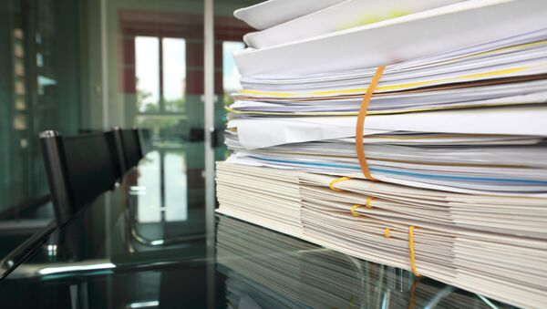 Стопка документов на столе  - Sputnik Азербайджан