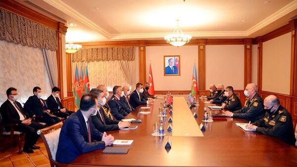 Министр обороны Азербайджана встретился с делегацией, представляющей компании оборонной промышленности Турции - Sputnik Азербайджан