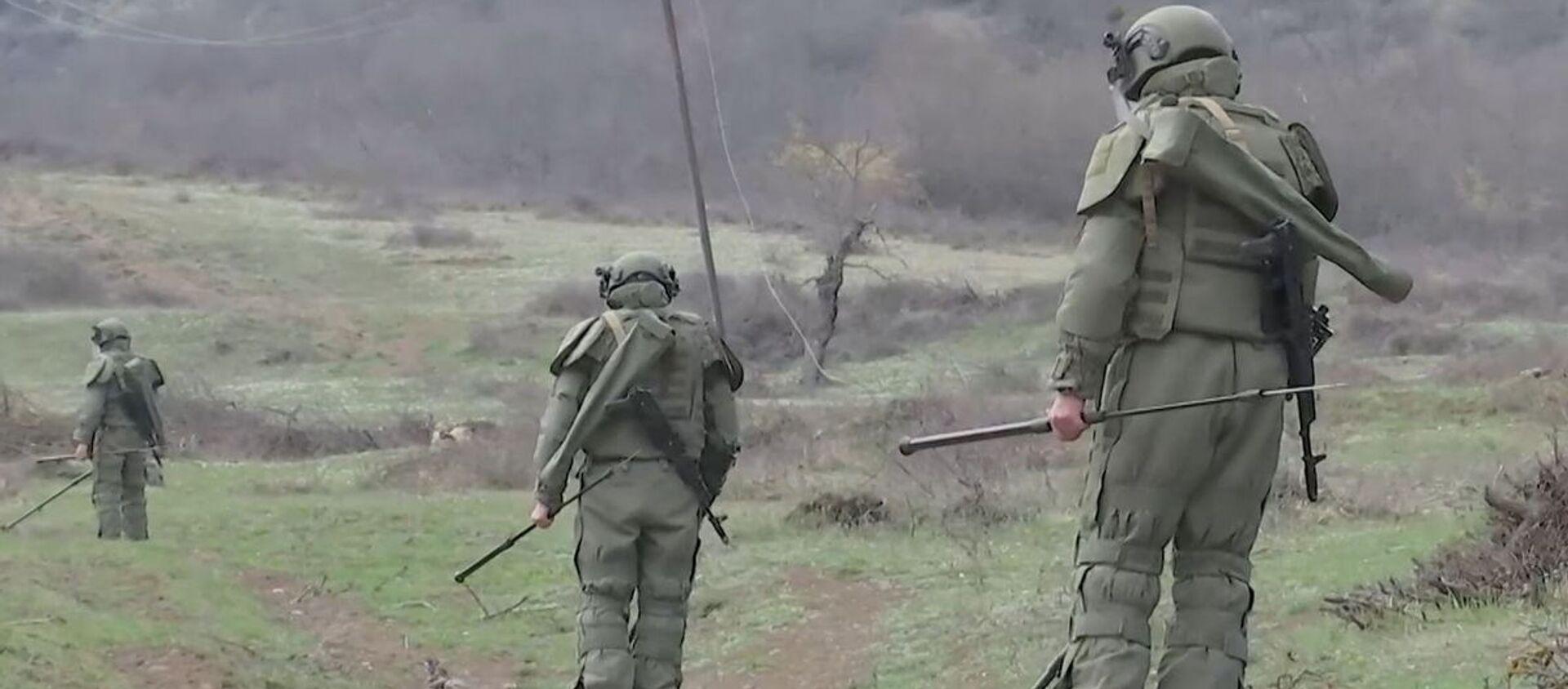 Работы по очистке местности от взрывоопасных предметов в Карабахе - Sputnik Азербайджан, 1920, 02.04.2021