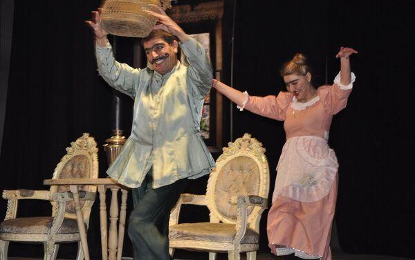 На сцене Тбилисского государственного азербайджанского драматического театра имени Гейдара Алиева - Sputnik Азербайджан