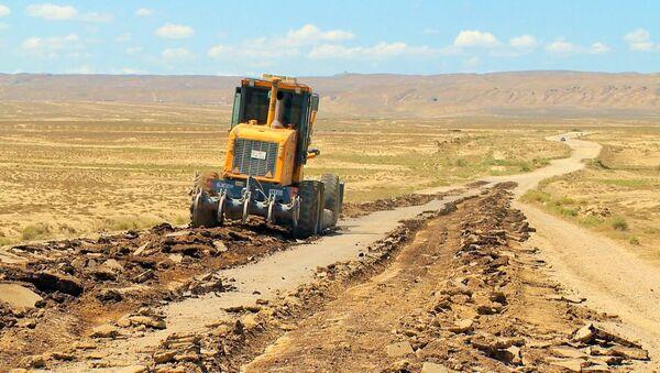 Строительство автодороги на территорию грязевых вулканов в Абшеронском районе - Sputnik Азербайджан