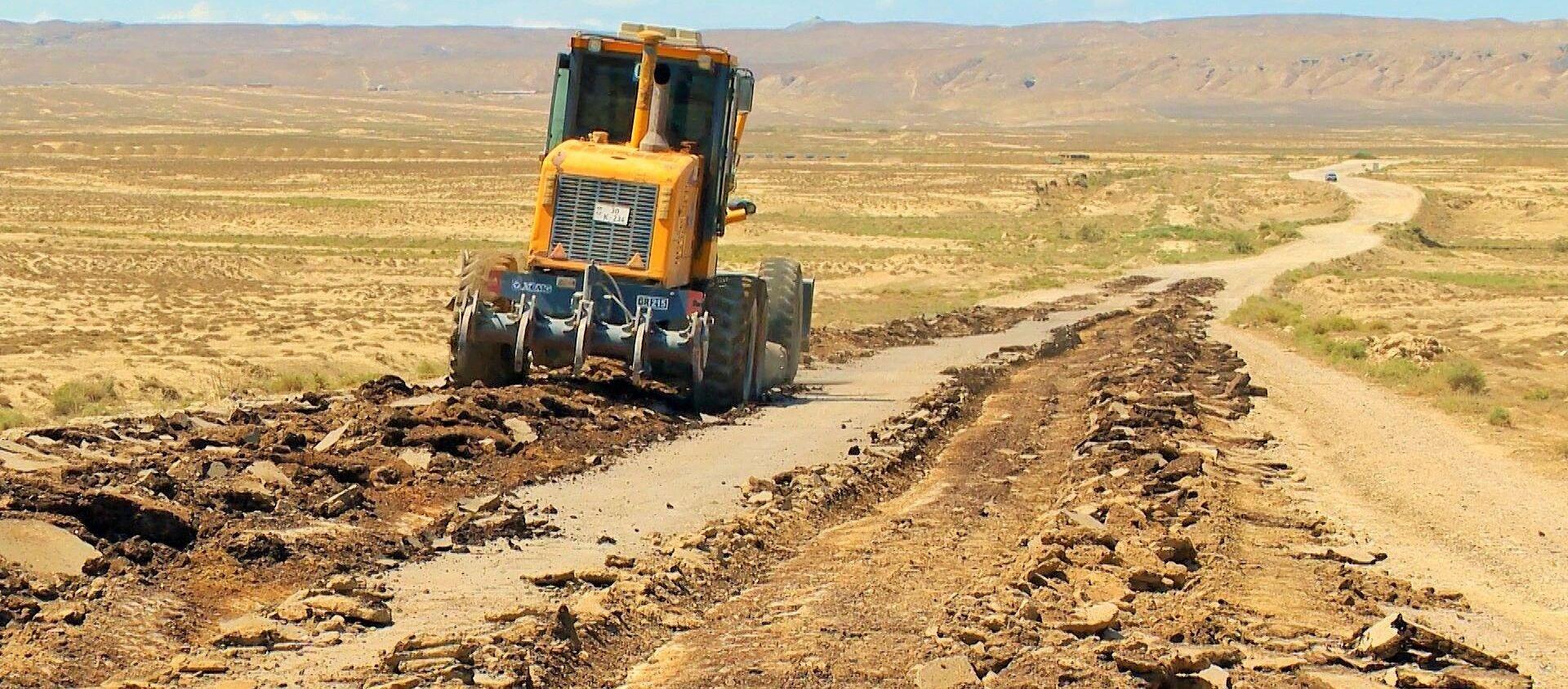 Строительство автодороги на территорию грязевых вулканов в Абшеронском районе - Sputnik Азербайджан, 1920, 03.04.2021