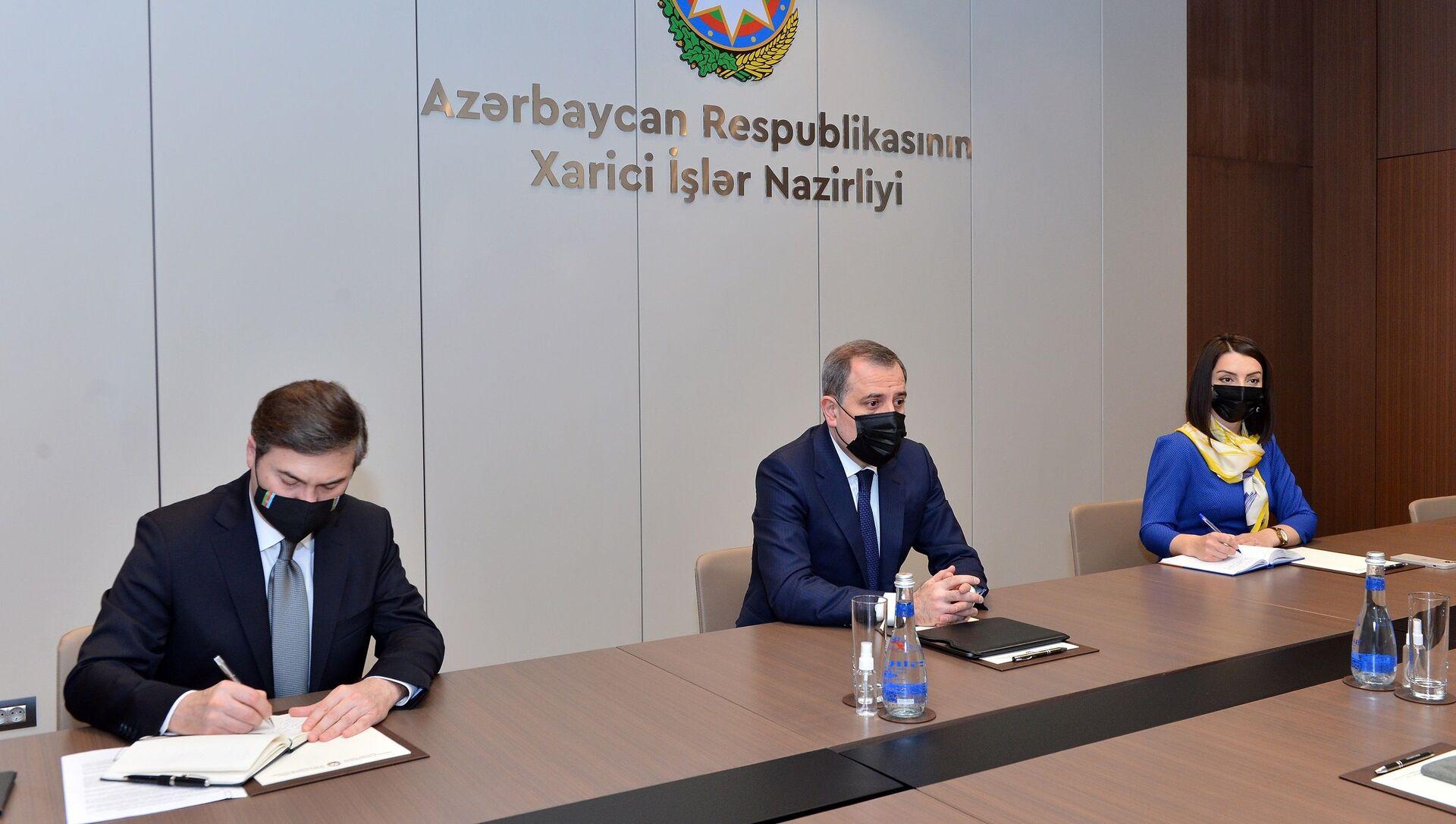 Министр иностранных дел Джейхун Байрамов принял посла Италии в Азербайджане Аугусто Массари - Sputnik Азербайджан, 1920, 03.04.2021
