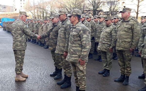Азербайджанские военнослужащие торжественно завершили службу - Sputnik Азербайджан