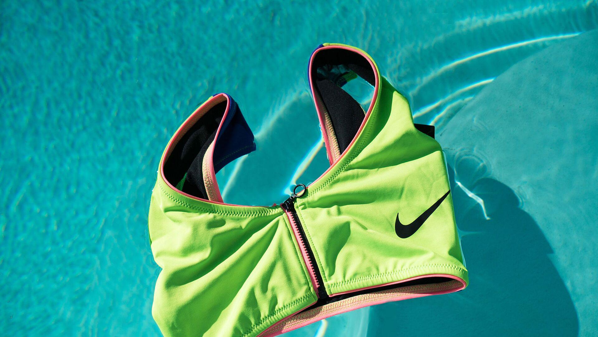 Nike выпустил свою первую экологичную коллекцию купальников из переработанных материалов - Sputnik Азербайджан, 1920, 07.04.2021