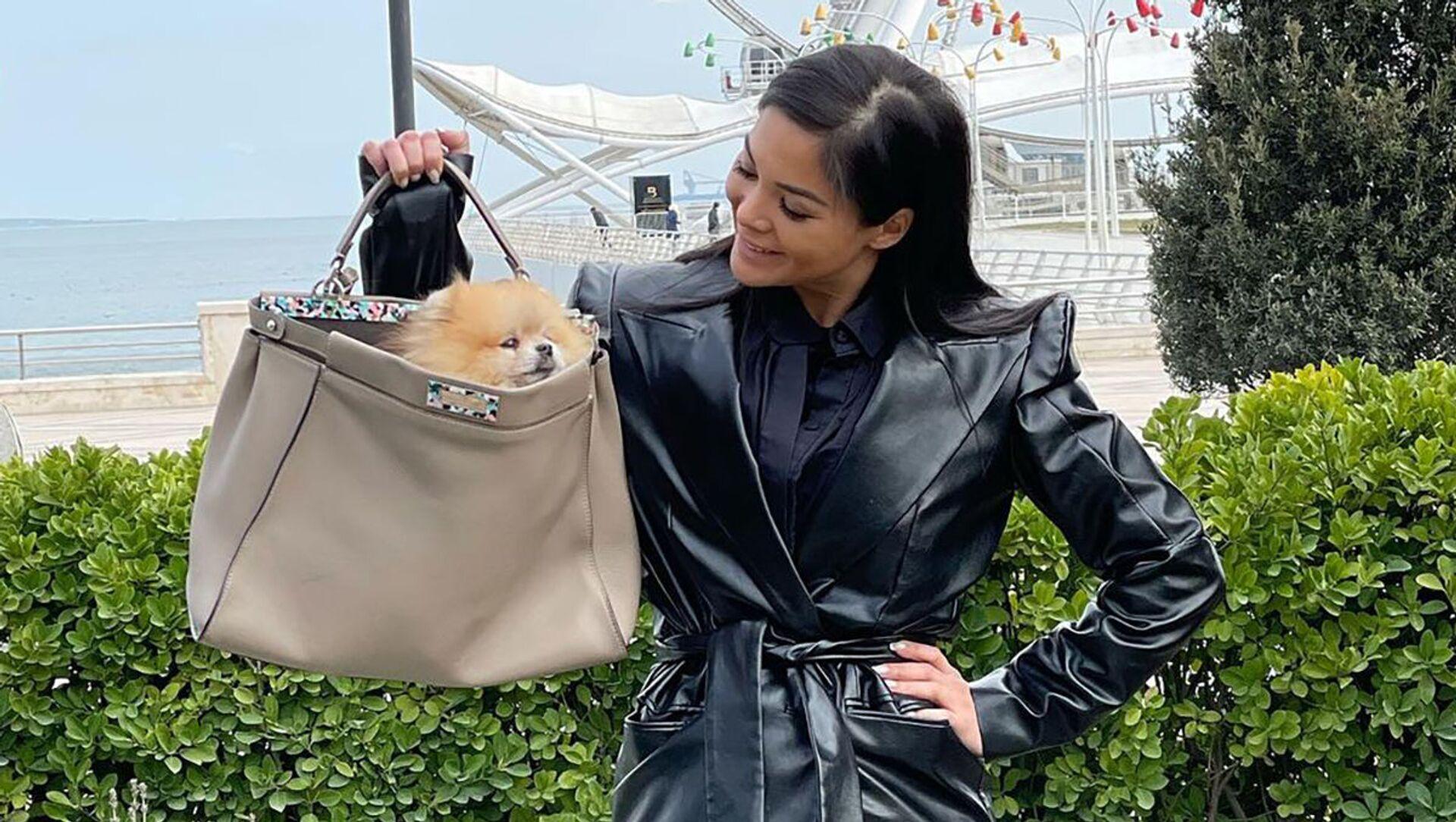 Таблетка, «Келли» и ридикюль: какие сумки выбирают модные блогеры Азербайджана?  - Sputnik Азербайджан, 1920, 09.04.2021