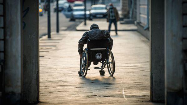 Мужчина в коляске, фото из архива - Sputnik Азербайджан