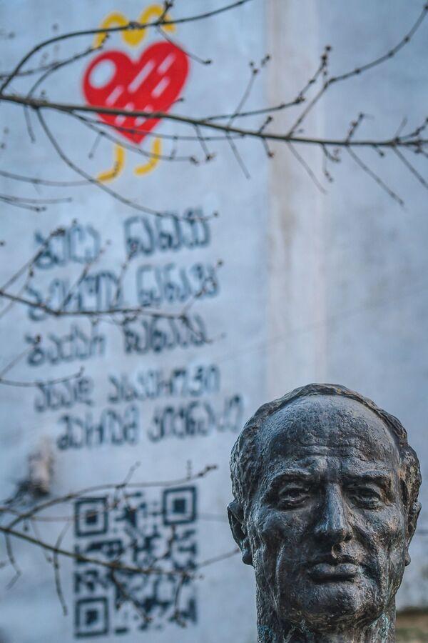 Памятник в Кутаиси - Sputnik Азербайджан