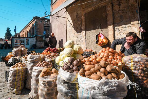 Продажа картофеля и лука в Кутаиси - Sputnik Азербайджан