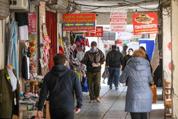 Прохожие на рынке в Кутаиси - Sputnik Азербайджан