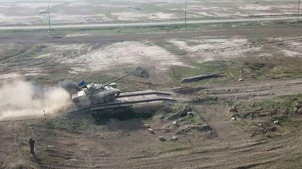 Tank bölmələri döyüş atışları icra edib - Sputnik Азербайджан