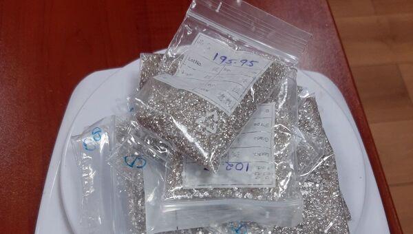Упаковки с бриллиантами общим весом 441 грамм - Sputnik Азербайджан