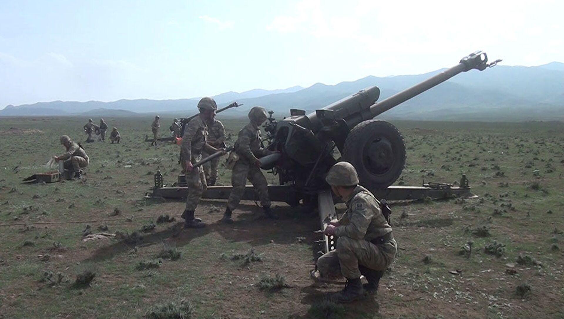 Artilleriya batareyalarının döyüş atışlı taktiki təlimləri başlayıb - Sputnik Азербайджан, 1920, 12.04.2021