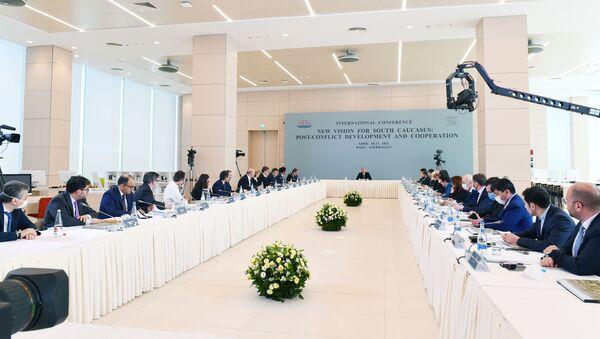 Президент Азербайджанской Республики Ильхам Алиев принимает участие в конференции под названием «Новый взгляд на Южный Кавказ: постконфликтное развитие и сотрудничество» - Sputnik Азербайджан