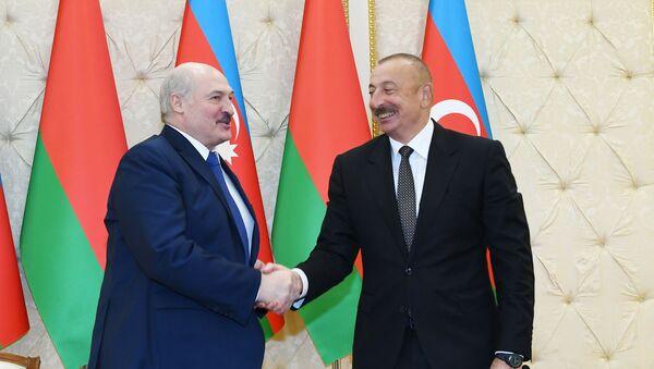 Президент Азербайджанской Республики Ильхам Алиев и Президент Беларуси Александр Лукашенко выступили с заявлениями для прессы - Sputnik Азербайджан