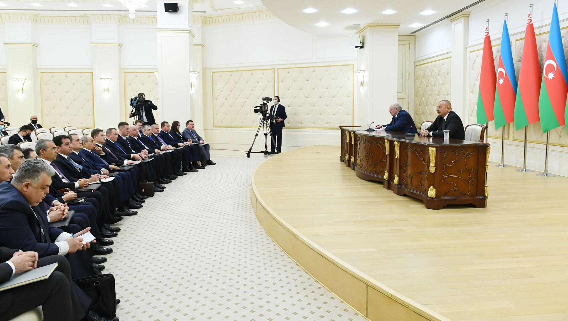 Президент Азербайджанской Республики Ильхам Алиев и Президент Беларуси Александр Лукашенко выступили с заявлениями для прессы - Sputnik Азербайджан, 1920, 16.04.2021