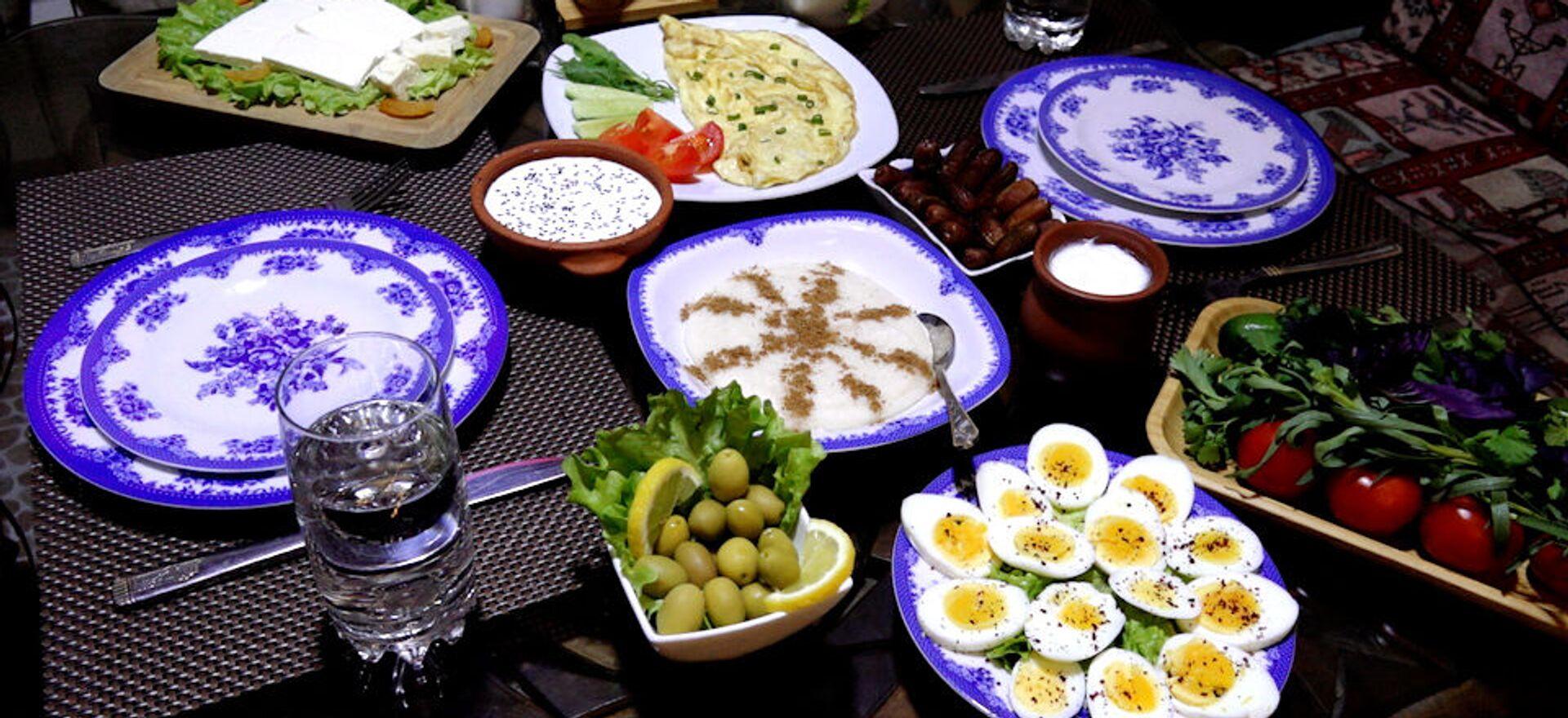 Правильное начало дня в Рамазан: меню для имсака – видео - Sputnik Азербайджан, 1920, 14.04.2021