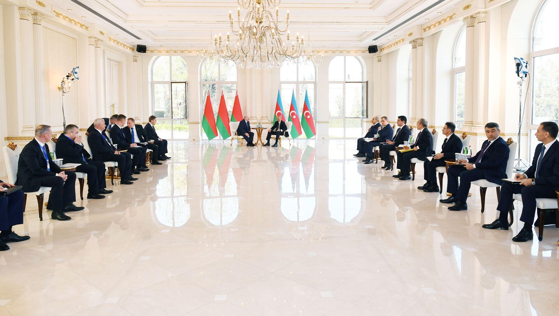 Президент Азербайджанской Республики Ильхам Алиев и Президент Беларуси Александр Лукашенко - Sputnik Азербайджан, 1920, 15.04.2021