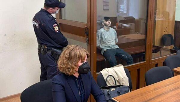 Музыкант Эльмин Гулиев во время оглашения приговора в Хамовническом суде Москвы - Sputnik Азербайджан