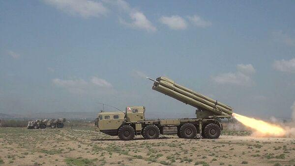 Тактические учения ракетно-артиллерийских батарей - Sputnik Азербайджан