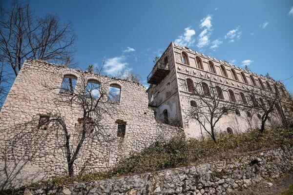 Дом в городе Шуша, принадлежавший известной азербайджанской поэтессе Хуршидбану Натаван, относится к старинным жилым домам XVIII—XIX веков. - Sputnik Азербайджан