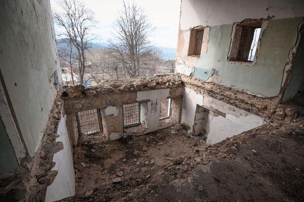 От внутренней отделки комнат не осталось ничего. - Sputnik Азербайджан