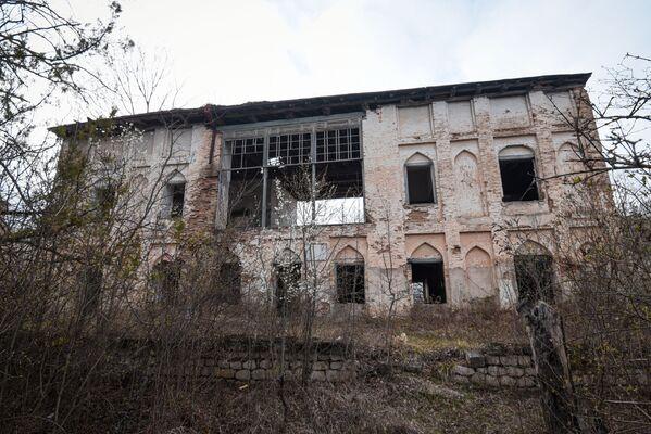 Дом отца Натаван, последнего карабахского хана Мехтикули-хана, после его смерти также перешел в ее собственность.  - Sputnik Азербайджан