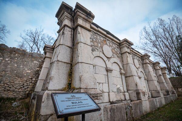 Булаг (родник), расположенный рядом с домом Хуршидбану Натаван. - Sputnik Азербайджан