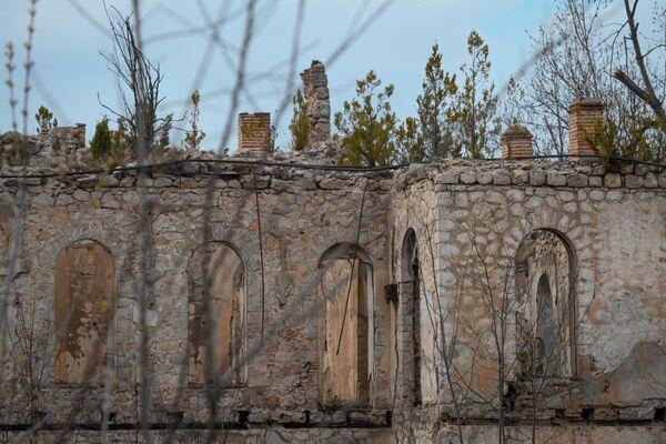 В целом до оккупации в Шуше имелось 170 памятников архитектуры и 160 памятников искусства старины. - Sputnik Азербайджан