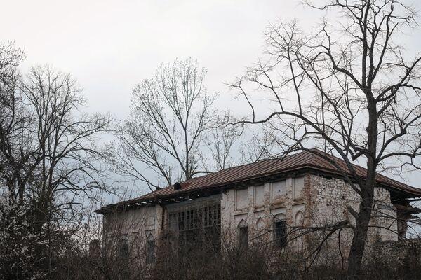 В начале 1930-х годов в доме Натаван располагалась Шушинская музыкальная школа - первая детская музыкальная школа, созданная в Азербайджане по инициативе основоположника азербайджанского вокального искусства Бюльбюля. - Sputnik Азербайджан