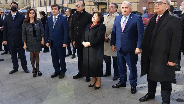 Азербайджанские депутаты почтили память Гейдара Алиева в Санкт-Петербурге - Sputnik Азербайджан