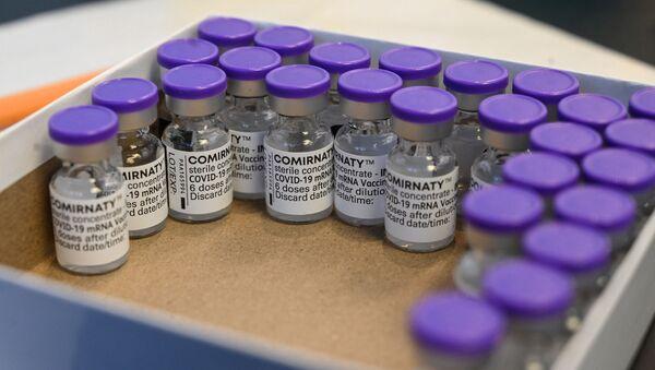 Вакцина от коронавируса Pfizer-BioNTech, фото из архива - Sputnik Azərbaycan