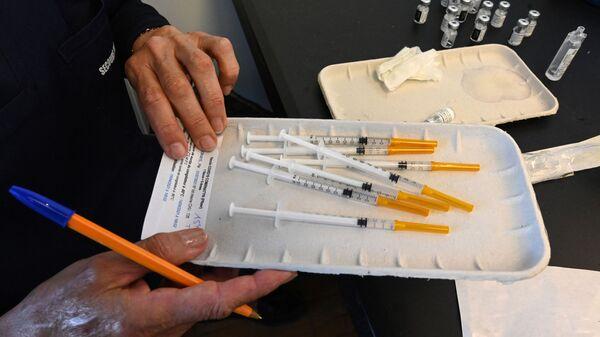 Вакцина от коронавируса Pfizer-BioNTech, фото из архива - Sputnik Азербайджан