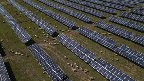 Солнечные панели, фото из архива - Sputnik Азербайджан
