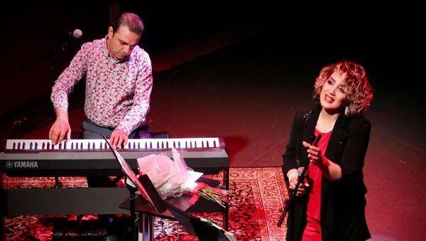 Заслуженный артист Азербайджана Эмиль Афрасияб вместе со своей супругой Лейлой Афрасияб  - Sputnik Азербайджан