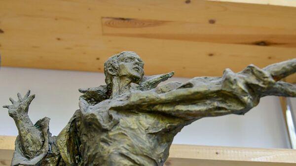 Памятник легендарному азербайджанцу, народному артисту СССР Муслиму Магомаеву - Sputnik Азербайджан