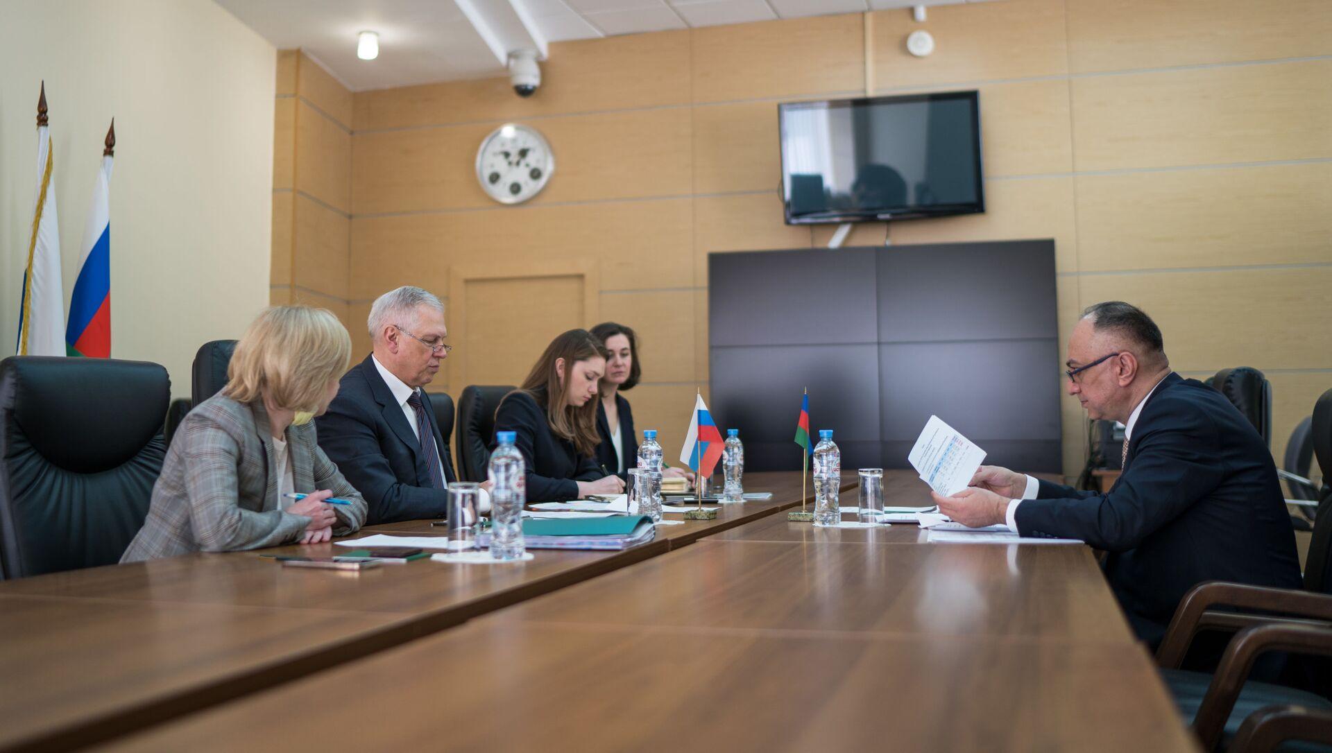 Руководитель Агентства продовольственной безопасности Азербайджана Гошгар Тахмазли провел в Москве встречу с главой Россельхознадзора Сергеем Данквертом - Sputnik Азербайджан, 1920, 27.04.2021