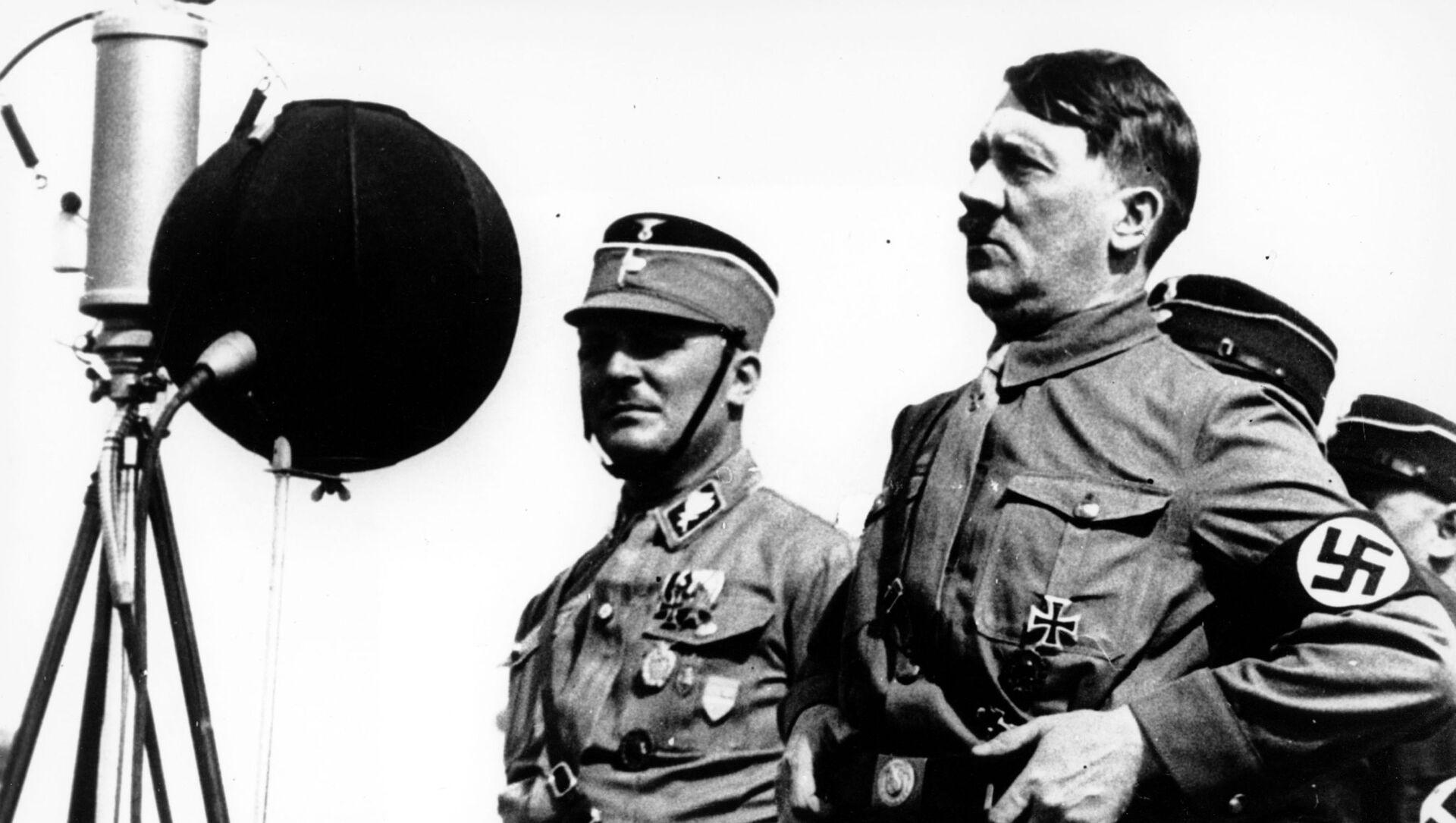 Адольф Гитлер, фото из архива - Sputnik Азербайджан, 1920, 28.04.2021