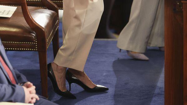 Женские ноги в туфлях - Sputnik Азербайджан
