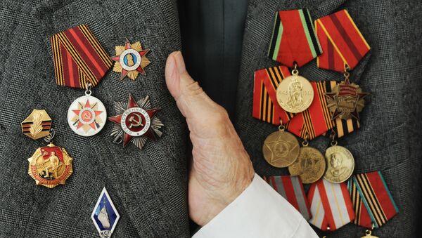 Боевые награды и юбилейные медали ветерана Великой Отечественной войны Николая Леоновича Денисенкова, фото из архива - Sputnik Азербайджан