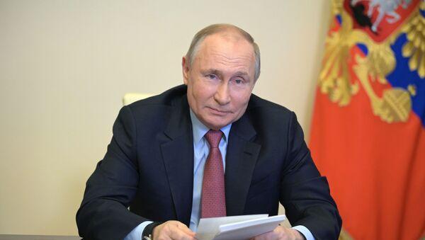 29 апреля 2021. Президент РФ Владимир Путин во время встречи в режиме видеоконференции - Sputnik Азербайджан