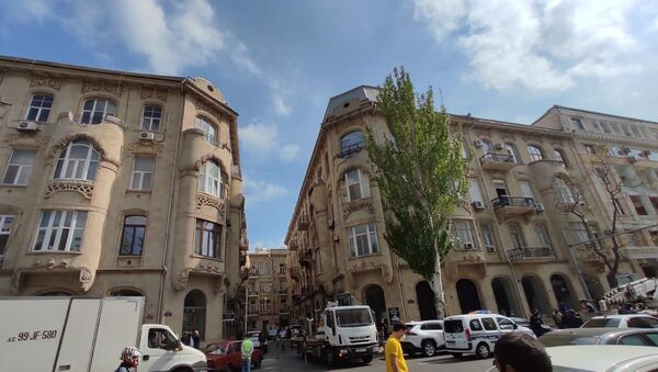 Bakıda tarixi binanın üzərində olan qanunsuz tikili sökülür - Sputnik Азербайджан