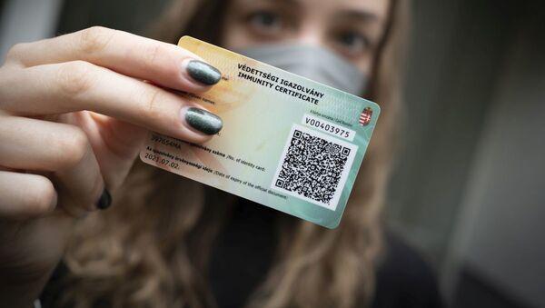 Иммунный паспорт в Будапеште, Венгрия - Sputnik Азербайджан