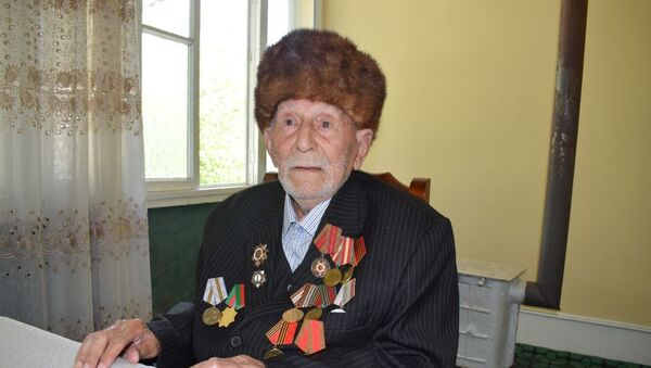Böyük Vətən Müharibəsinin veteranı Abulla Abdullayev - Sputnik Azərbaycan