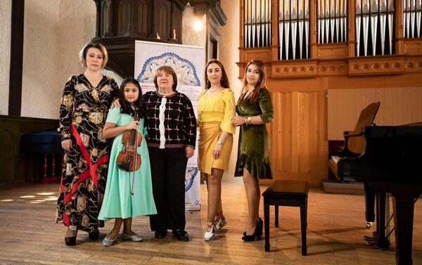 Виртуальный концерт Günümüzün gəncləri («Сегодняшняя молодежь») - Sputnik Азербайджан