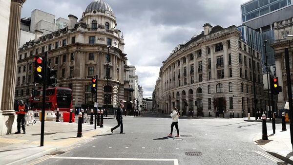 Люди на одной из улиц в Лондоне - Sputnik Азербайджан