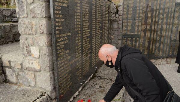 Памятник партизанам, погибшим близ Отлицы  - Sputnik Азербайджан