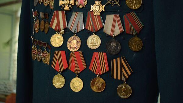 Медали легендарного партизана Ахмедии Джабраилова - Sputnik Азербайджан